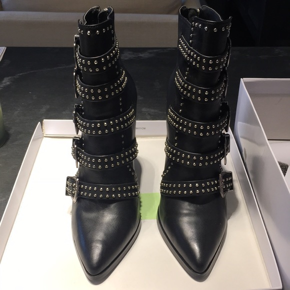 c1b340d3621 BRAND NEW Steve Madden Comet Black Leather Boots NWT